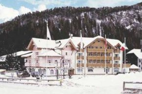 Отель Grand Chalet Soreghes Hotel & Club