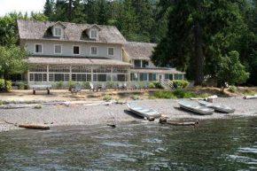 Территория Lake Crescent Lodge