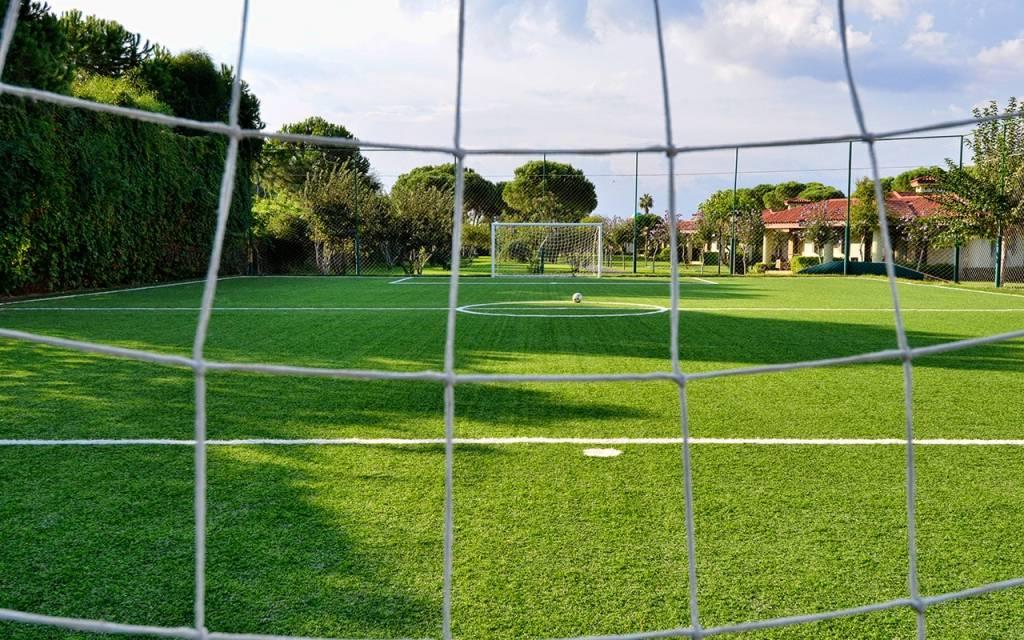 Отели с футбольными полями на кипре