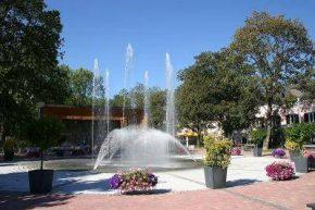 Бад Татцманнсдорф, фонтан и музукальный павильон