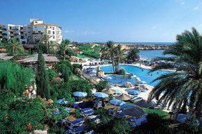 Территория отеля Coral Beach Hotel & Resort
