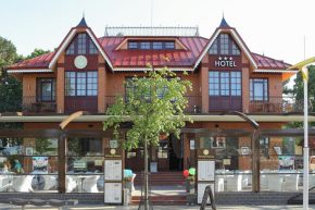 Senoji Hansa Hotel
